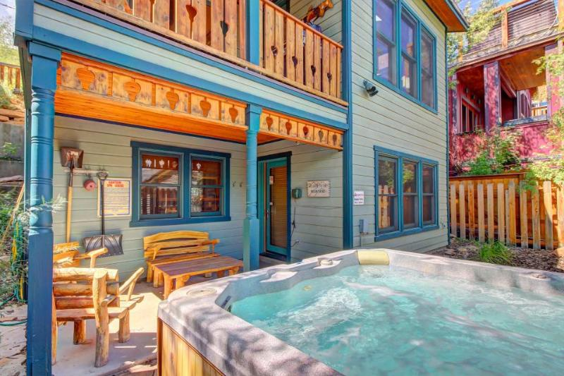 Ski-in/out home w/ hot tub, sauna & ski rental deals! - Image 1 - Park City - rentals