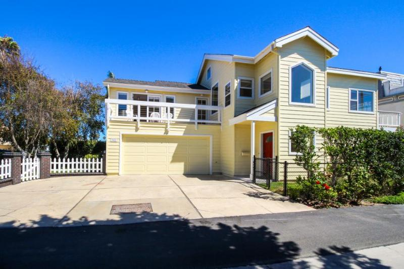 Oceanview house w/spacious interior just steps to Ventura Beach! - Image 1 - Ventura - rentals