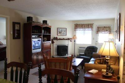 Convenient 2BR condo with fireplace, TV/DVD - B1 126B - Image 1 - Lincoln - rentals