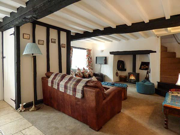 HOOPERS COTTAGE, terraced, pet-friendly, WiFi, multi-fuel stove, garden, in Copplestone, Ref 923454 - Image 1 - Crediton - rentals
