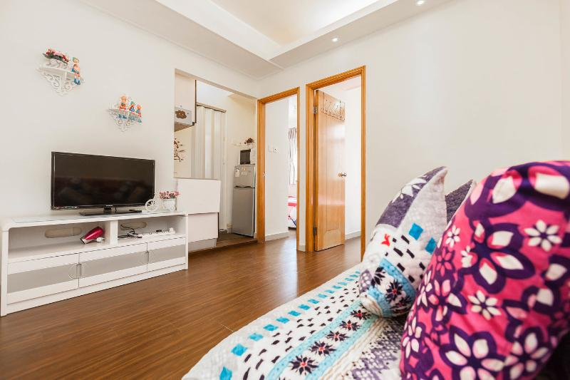 Living Room - Fantastic & Sweet at Mong Kok MTR,6 pax - Hong Kong - rentals