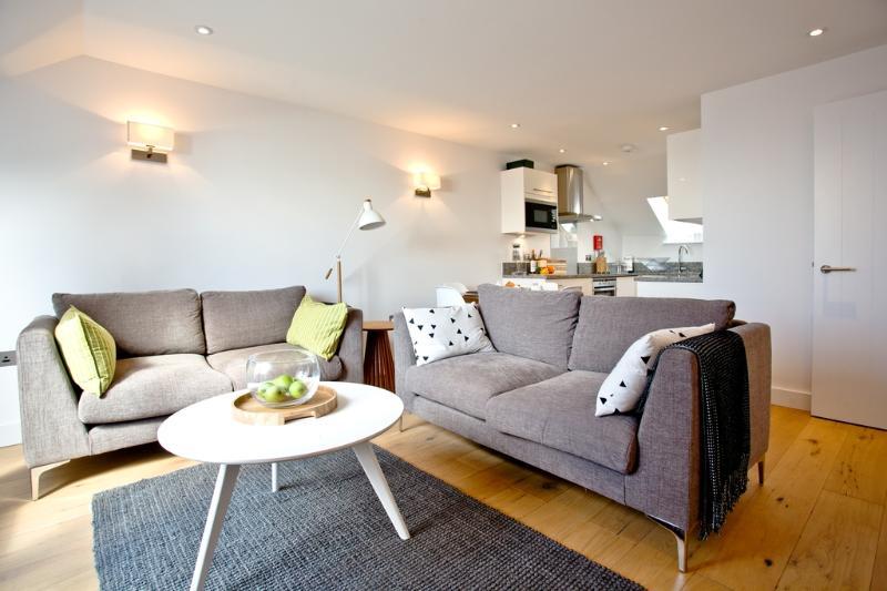 Apartment 2, Gara Rock located in East Portlemouth, Devon - Image 1 - East Portlemouth - rentals