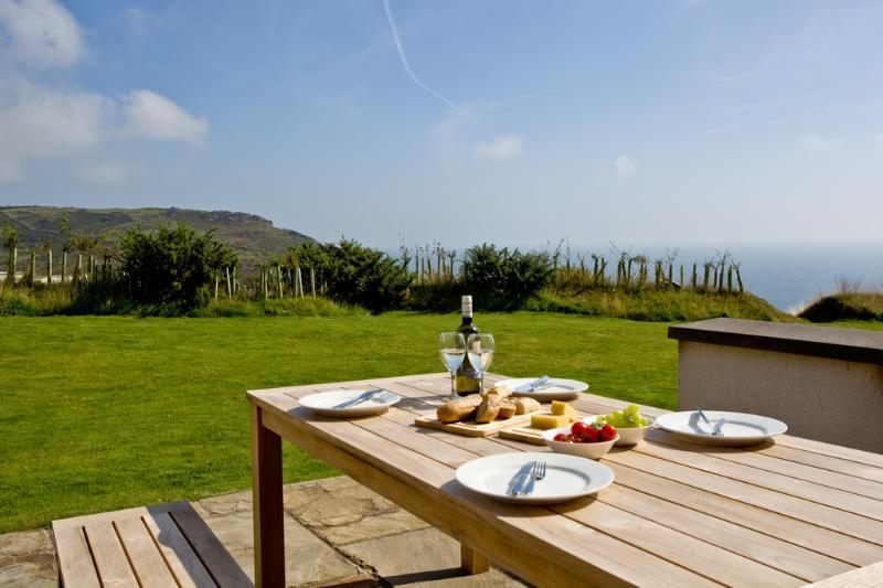 Cottage 4, Gara Rock located in East Portlemouth, Devon - Image 1 - East Portlemouth - rentals