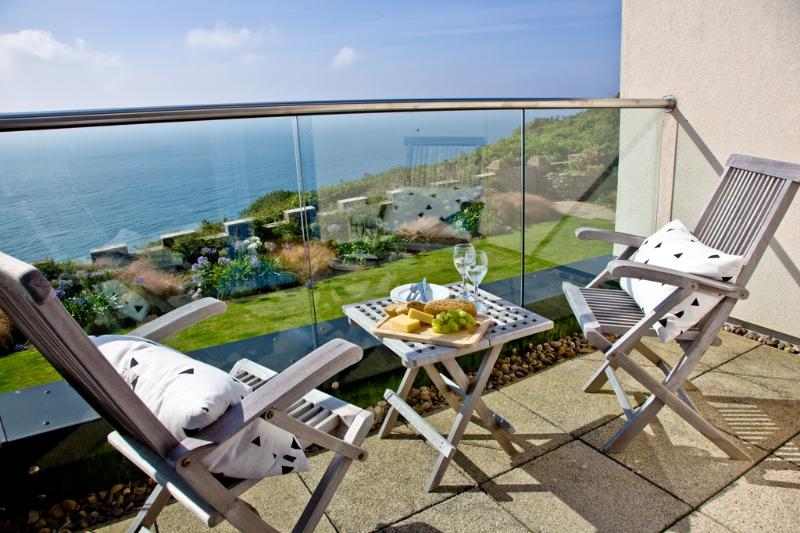 Apartment 9, Gara Rock located in East Portlemouth, Devon - Image 1 - East Portlemouth - rentals