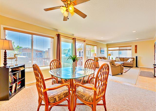 Beachy feeling ambiance in the Surf and Sand Beach Paradise home!   - 15% OFF OPEN MAY DATES - Upper Unit, Ocean Views,Ocean Breeze Condo - Newport Beach - rentals