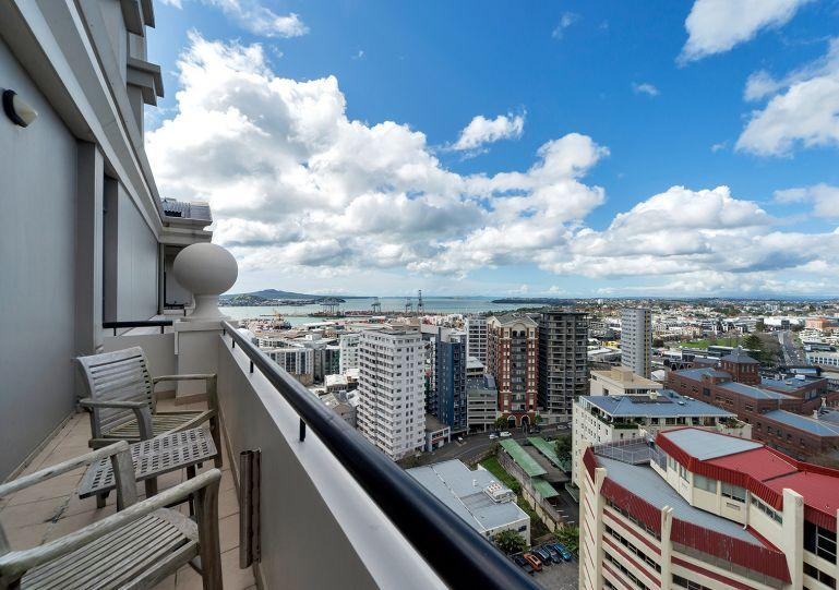 This 14th floor apartment - Stylish 2 Bedroom Apartment in the Peaceful Leafy Legal District of Auckland - Herne Bay - rentals
