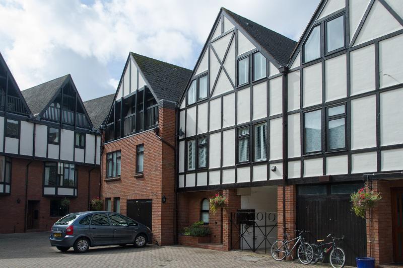 No 4 Lysander Court - Image 1 - Stratford-upon-Avon - rentals
