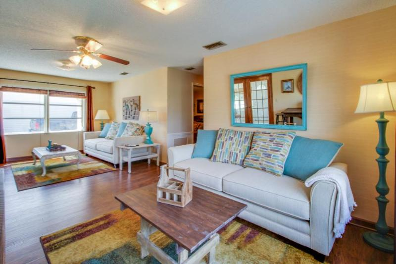 Florida cottage w/enclosed yard, deck & private beach access - Image 1 - Panama City Beach - rentals