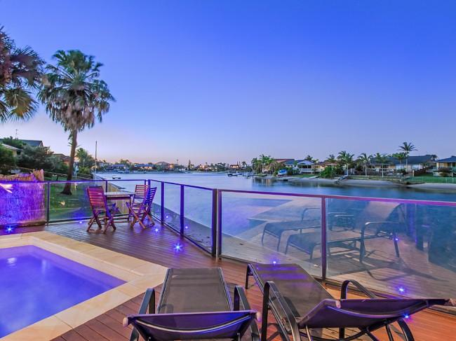 KURRAWA COVE  - Heated Pool / Private Beach - Image 1 - Mermaid Waters - rentals