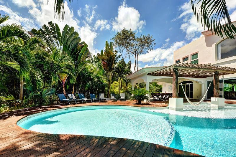 Villa Saasil, Sleeps 10 - Image 1 - Soliman Bay - rentals
