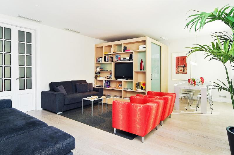 Casa Capella, Sleeps 7 - Image 1 - Barcelona - rentals