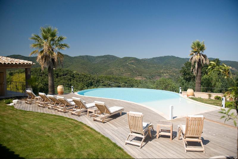 La Sandrilene, Sleeps 10 - Image 1 - frejus - rentals