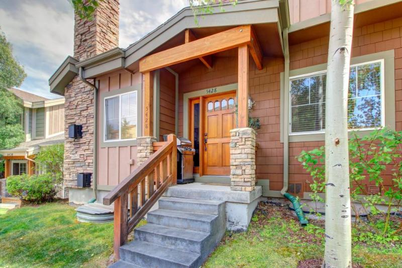Three-story townhouse w/ private hot tub & jet tub plus shared pool! - Image 1 - Park City - rentals