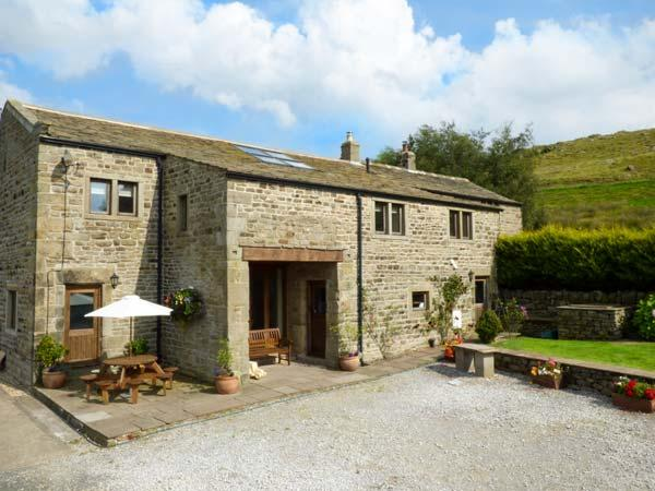 SWALLOW BARN, woodburner, WiFi, en-suites, Sky TV, stylish cottage near Silsden, Ref. 912256 - Image 1 - Silsden - rentals