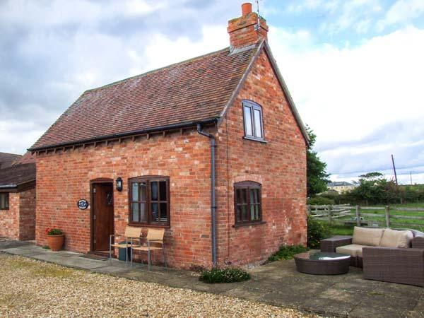 PARADISE COTTAGE, barn conversion, off road parking, garden, in Ilmington, Ref 22263 - Image 1 - Ilmington - rentals
