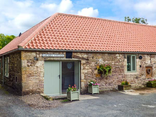 SAWMILL COTTAGE, ground floor, open plan, woodburning stove, WiFi, near Belford, Ref 903727 - Image 1 - Belford - rentals