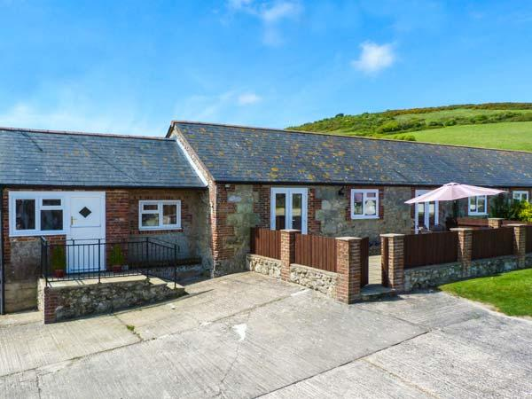 PARLOUR COTTAGE, ground floor, two bathrooms, enclosed patio in Gatcombe Ref 903663 - Image 1 - Isle of Wight - rentals