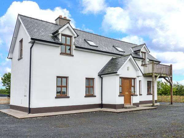 ERRIT, large family cottage, peaceful location, open fire and woodburner, near Ballaghaderreen, Ref 915995 - Image 1 - Ballyhaunis - rentals