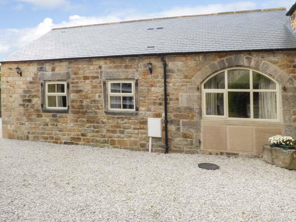 THE OLD BLACKSMITHS, beautiful stone cottage, en-suites, parking, side patio, in Ashover, Ref 927387 - Image 1 - Ashover - rentals