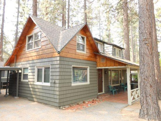 V52-Across the street from the lake! Close to public beaches, bike trails, walk to restaurants - Image 1 - South Lake Tahoe - rentals