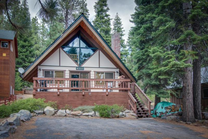 Homey and inviting dog-friendly cabin in convenient location - Image 1 - Carnelian Bay - rentals
