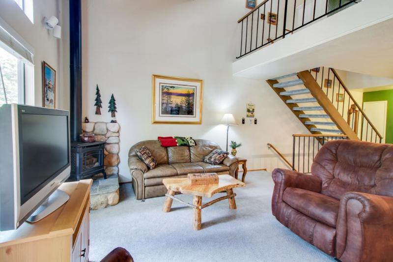 Charming condo with shared pool, hot tub, tennis, entertainment & more! - Image 1 - Carnelian Bay - rentals