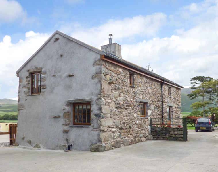 FELL VIEW COTTAGE, woodburner, private patio, near Bootle, Ref 26718 - Image 1 - Bootle - rentals
