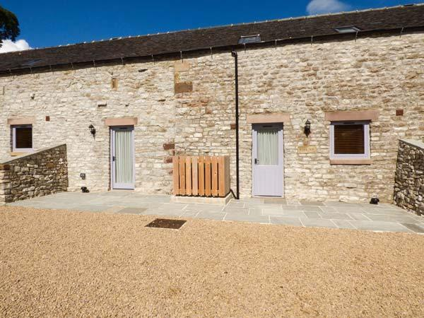 BANK TOP, semi-detached barn on working farm, en-suite, off road parking, patio, near Longnor, Ref 928091 - Image 1 - Longnor - rentals
