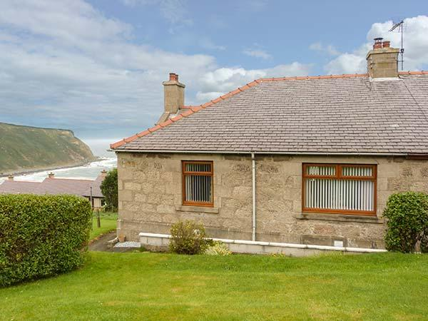 GAMRIE BRAE COTTAGE, woodburner, private garden, stunning views, in Gardenstown, Ref. 926673 - Image 1 - Gardenstown - rentals