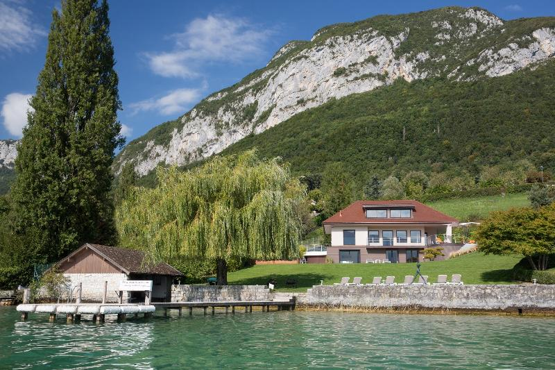 5 Star waterfront villa Bagatelle for 10 p. Annecy - Image 1 - Veyrier-Du-Lac - rentals