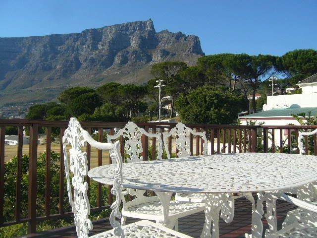 Incomparable view of Table Mountain, city and harbour from entertainment deck - Lion's Head cottage, Tamboerskloof, Cape Town - Sea Point - rentals