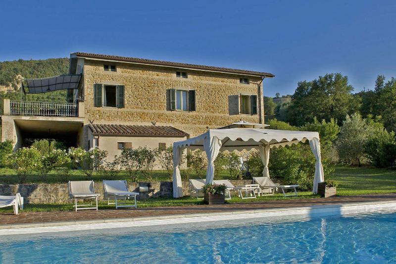 Private Villa with pool,8 sleeps, Marche, Macerata - Image 1 - Smerillo - rentals