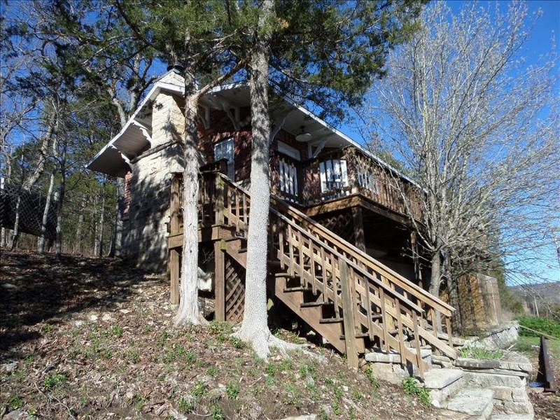 Railroad Depot Cabin, Large Stone Fire Place, Hot Tub, Spacious Deck - Image 1 - Eureka Springs - rentals