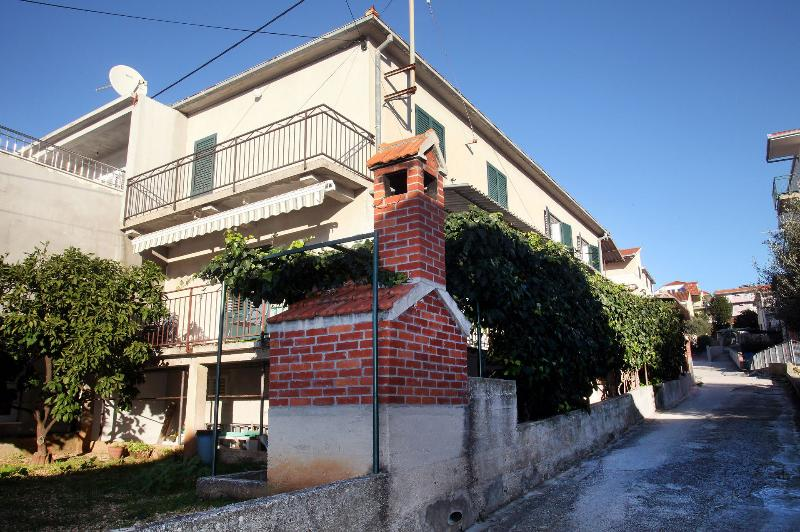 house - 5521  A1(5+1) - Okrug Gornji - Okrug Gornji - rentals