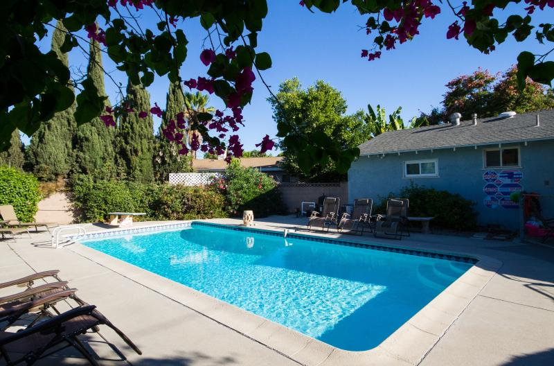 2miles to Disneyland - Big Yard - Big Pool - 8 beds - Near Disneyland 8 beds, sleeps 11 private POOL - Anaheim - rentals