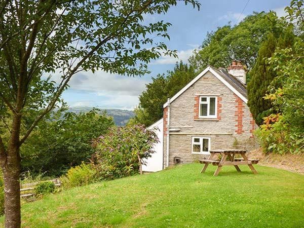 YEW TREE COTTAGE, detached, woodburner, enclosed garden, ideal for a couple or small family, near Hay-on-Wye, Ref 928177 - Image 1 - Hay-on-Wye - rentals