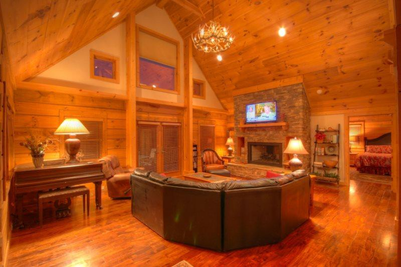 Living Room with Vaulted Ceilings - Morningside of the Mountain - Sugar Grove - rentals