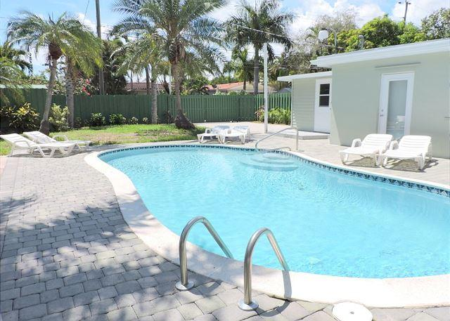 Las Palmas East Hollywood 5 /3  Close to Beach for 12 Guests Heated Pool - Image 1 - Hollywood - rentals