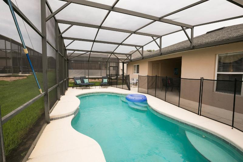 The private Pool - LUXURY, POOL(S) COMPUTER, WIFi, NEAR DISNEY - Davenport - rentals