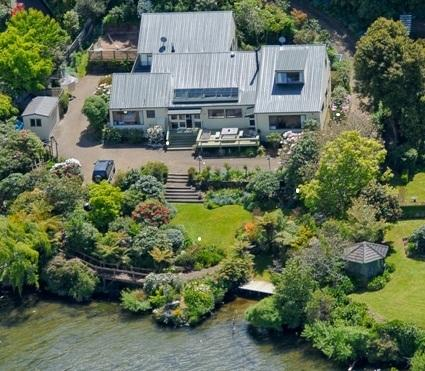 Aerial view of the house - Lake edge luxury, The Willows, Rotorua New Zealand - Rotorua - rentals