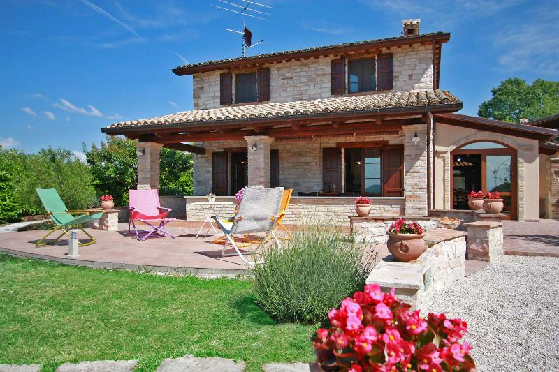 Private Villa,8 sleeps, pool, hill view, Le Marche - Image 1 - Cagli - rentals