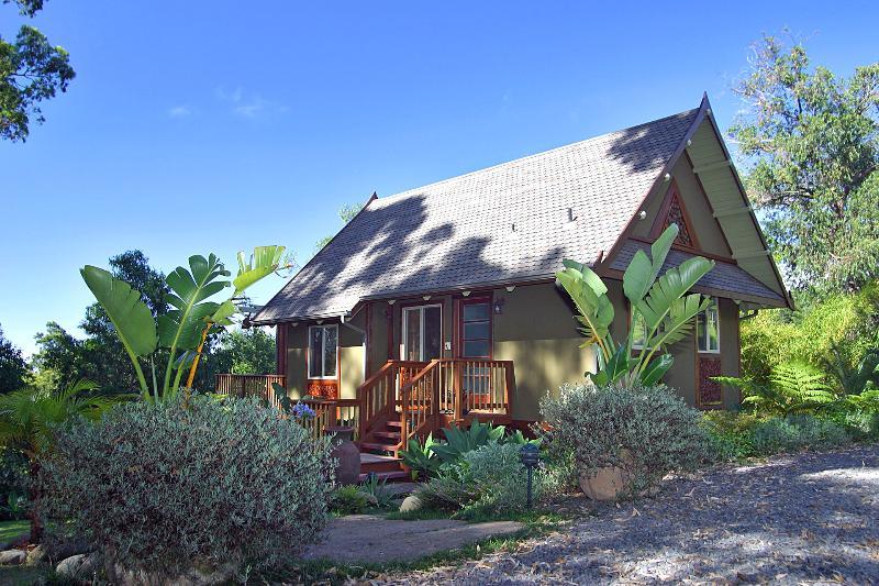 The Thai Tree House.  A romantic, luxury, Maui cottage. - Thai Tree House - Upcountry Maui Luxury Cottage - Makawao - rentals