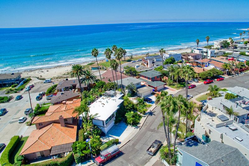 WOW! 1/2 Block BEACH ***OCEAN VIEWS*** - Image 1 - Pacific Beach - rentals