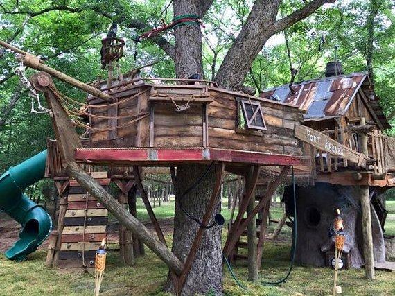 Children's Play area Tree House-Pirate ship, with slides, zip lines, swings, rock wall - Northwest-Style Luxury at the foot of Mt Rainier - Enumclaw - rentals