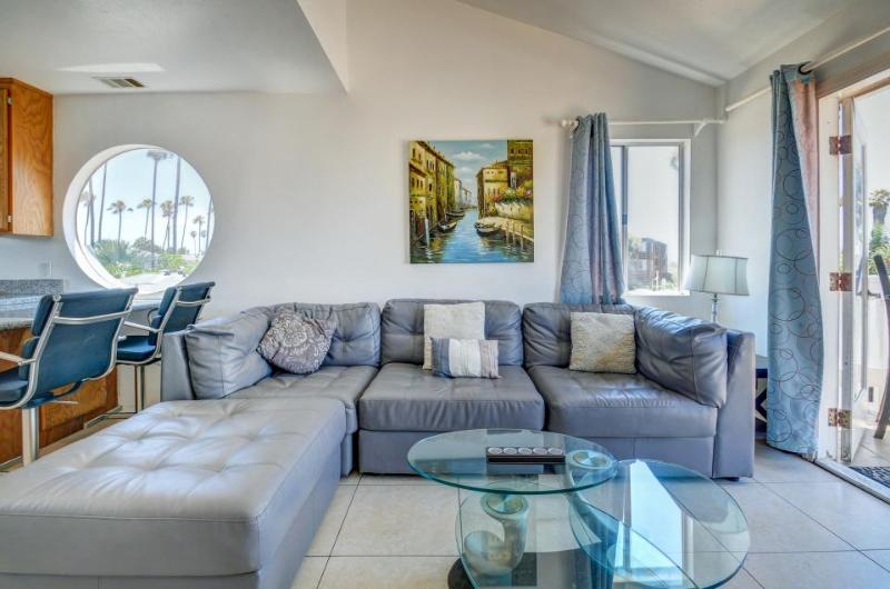 Stylish, dog-friendly combo duplex steps from the beach! - Image 1 - San Diego - rentals