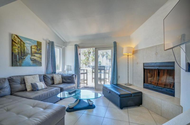 Modern, dog-friendly duplex, steps from the beach and bike path! - Image 1 - San Diego - rentals