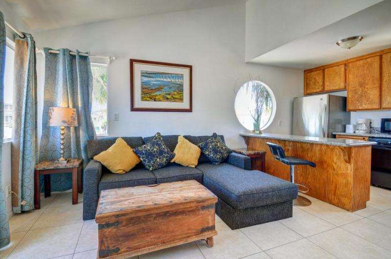 Dog-friendly townhome with a balcony and nearby beach access! - Image 1 - San Diego - rentals