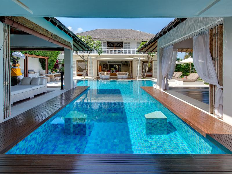 Jajaliluna - Pool between media and dining rooms - Villa Jajaliluna - an elite haven - Seminyak - rentals