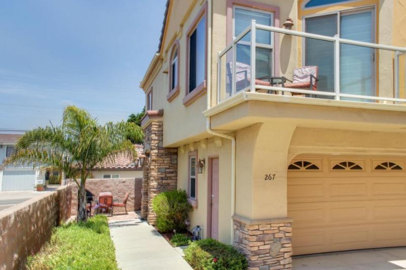 Oceanview getaway one block from the beach - shops & dining nearby! - Image 1 - Pismo Beach - rentals