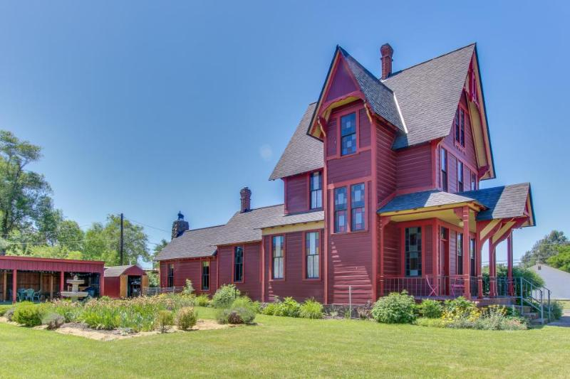 Historic Gothic-style home w/ antiques & charm, pets OK! - Image 1 - Goldendale - rentals